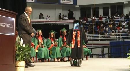 Una joven hospitalizada pudo graduarse con sus compañeros de clase gracias a un vehículo robotizado y un iPad