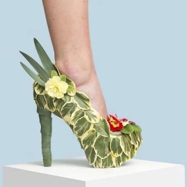 Un artista utiliza materiales inesperados para diseñar calzado y el resultado nos ha dejado con la boca abierta