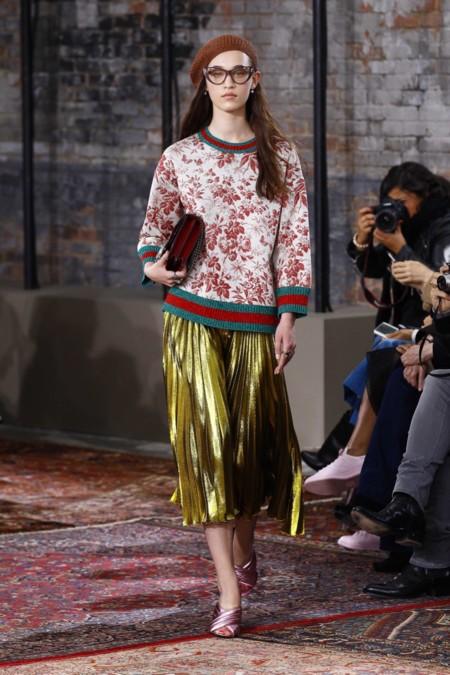 Clonados y pillados: brillar es fácil gracias a la falda dorada de Gucci, ¿o mejor Zara?