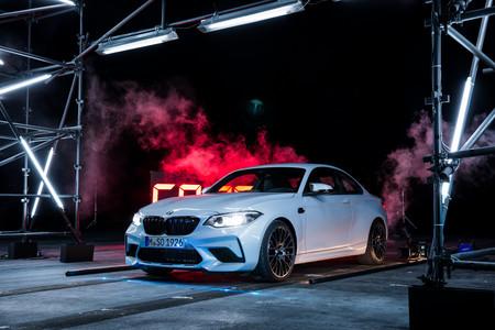 Mira al BMW M2 Competition romper un récord absurdo: ponchar 63 globos con un rayo láser haciendo drifting