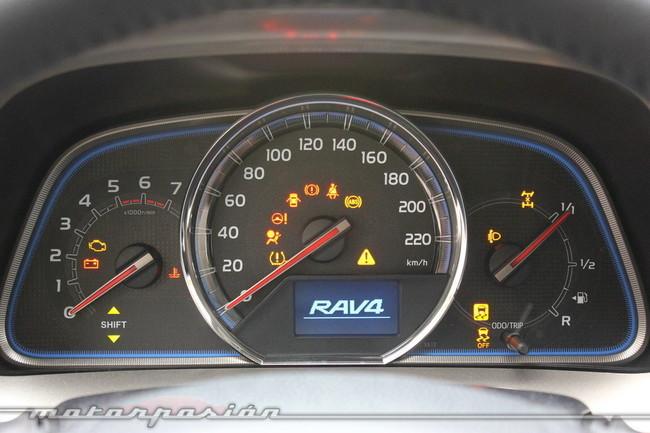 Toyota RAV4 2013, panel de instrumentos