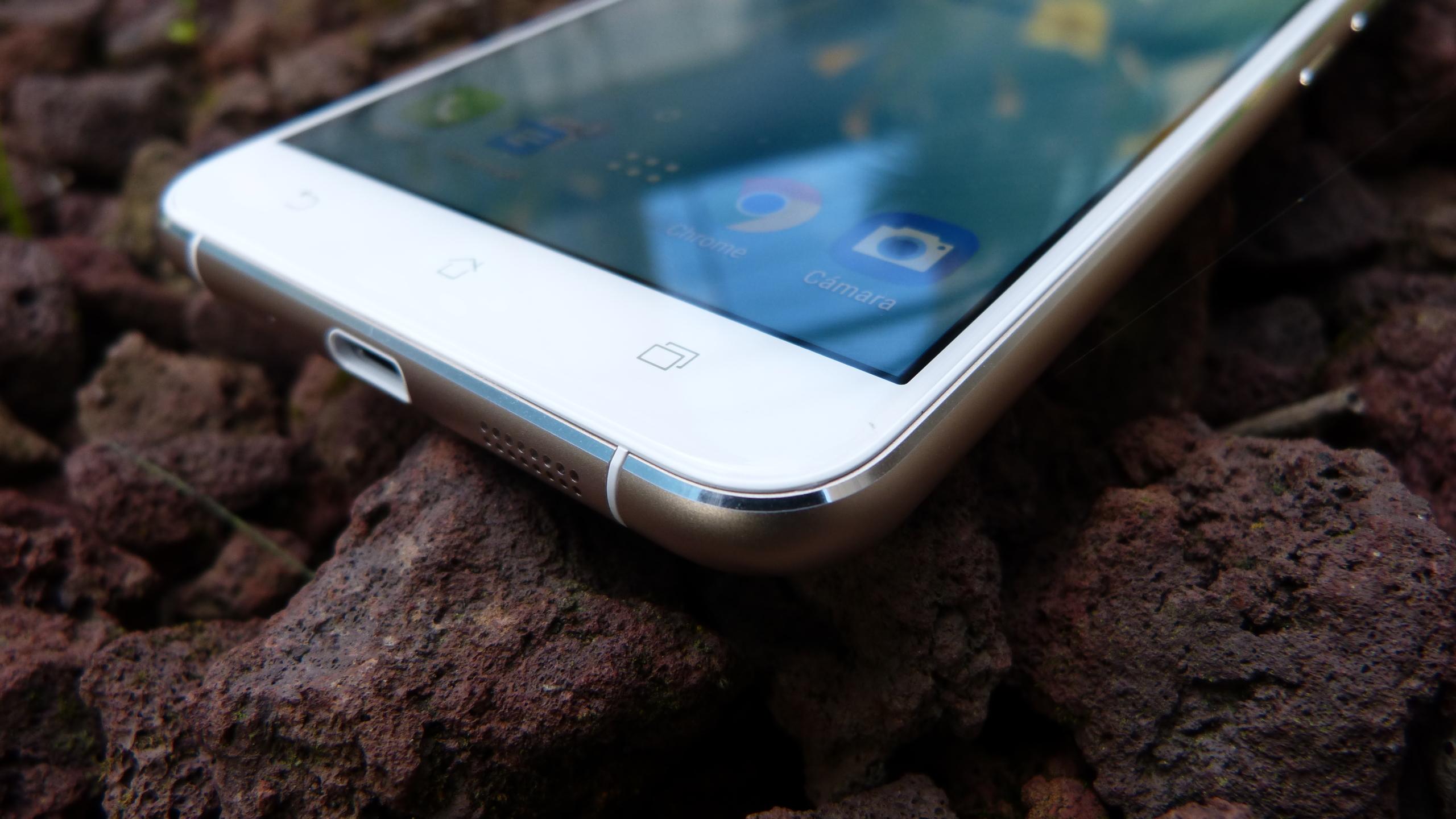 Foto de ASUS Zenfone 3 (ZE552KL), diseño (3/29)