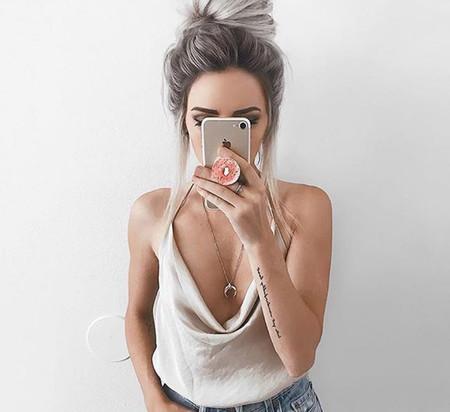 El arma secreta de Gigi y Kendall para conseguir el selfie perfecto ahora puede ser nuestra por... ¡menos de dos euros!