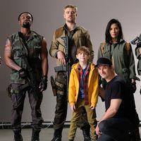 """'The Predator', primera imagen de los protagonistas y Shane Black promete """"mucha sangre"""""""
