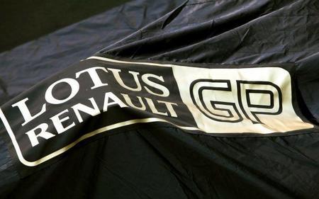 Monos dorados en Lotus Renault GP para combatir el calor de Malasia