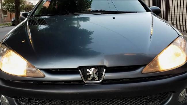 Un particular quería vender su Peugeot 206 de 2007 y ha hecho un anuncio tan bueno que querrás comprarle el coche