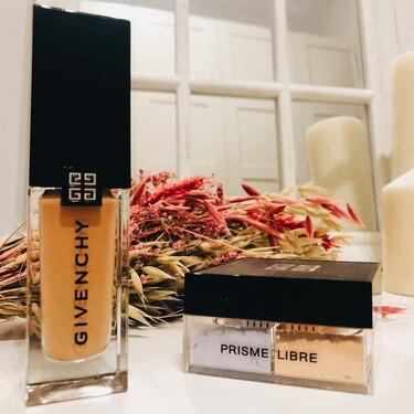 La nueva base de maquillaje de Givenchy, Prisme Libre Skin-Caring Glow, deja la piel hidratada, luminosa y más bonita cada día