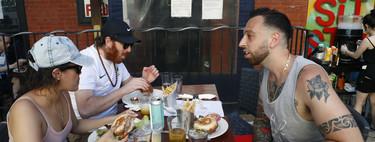 La covid descubre a los neoyorquinos el placer de cenar en una terraza (y los restaurantes al aire libre no desaparecerán tras la pandemia)
