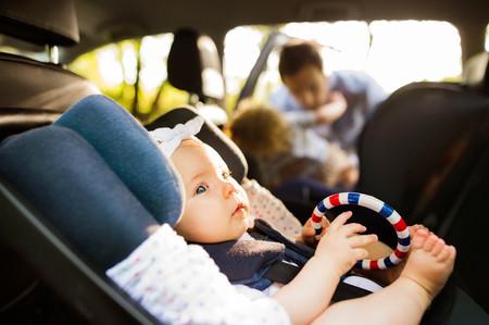 La OCU advierte de graves fallos de seguridad en dos modelos de silla de coche para niños