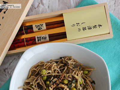 Pasta soba japonesa con hongos y chícharos. Receta