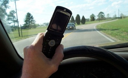800px-cell_phone_use_while_driving.jpg