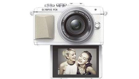 La cámara PEN E-PL7 de Olympus se adaptará a la perfección a los selfies