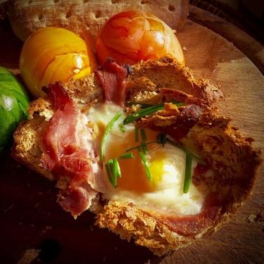Molletes de bolillo crujiente con huevo y tocino. Receta para desayuno en menos de 10 minutos