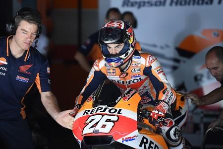 Fractura doble de clavícula para Dani Pedrosa sin ni siquiera caerse de la moto: será baja para los próximos test