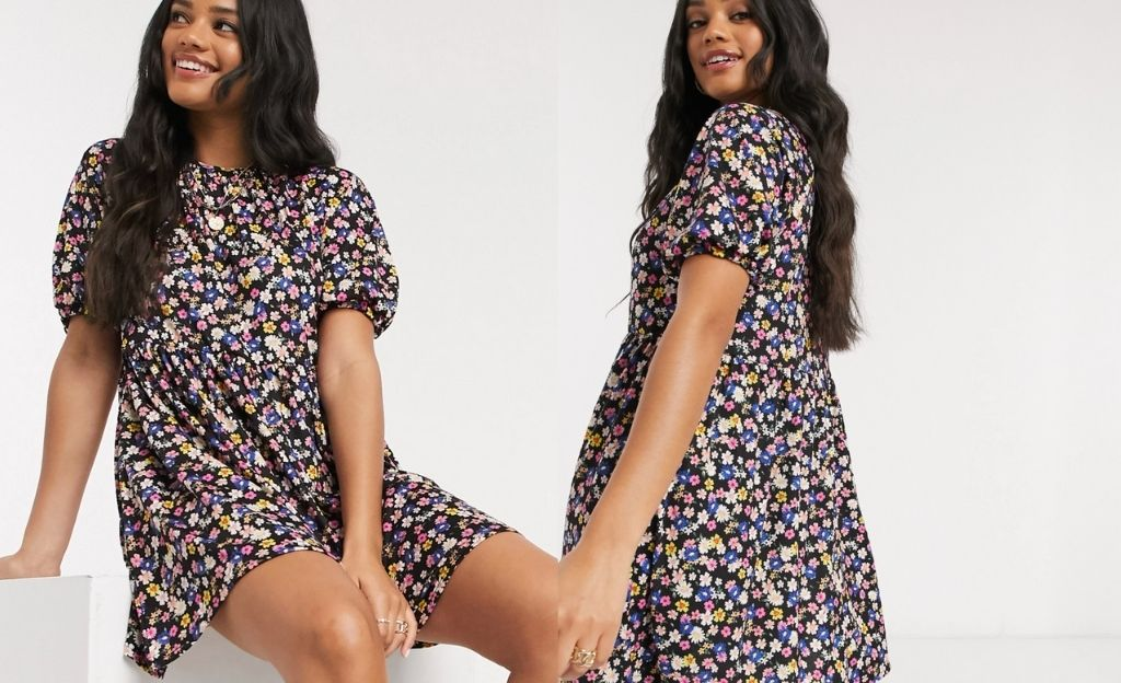 Vestido corto amplio con estampado de flores sobre fondo negro de ASOS DESIGN