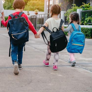 Un colegio inglés abre todo el año y son los padres quienes eligen las vacaciones de sus hijos: ¿una buena idea para conciliar?