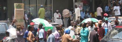 Nigeria intenta equilibrar su economía