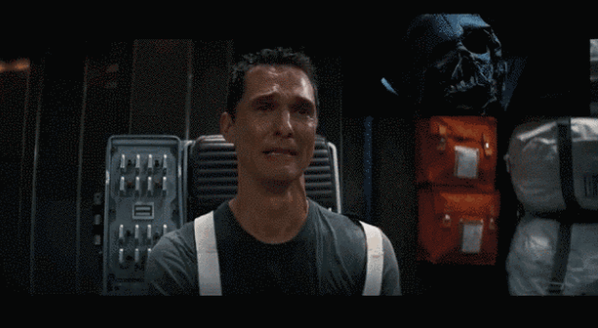 Matthew McConaughey en Interstellar viendo Star Wars