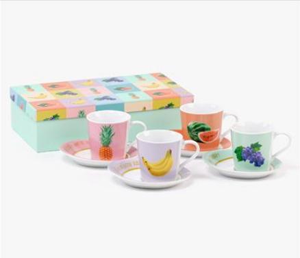 Tazas de té con frutas
