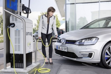 Volkswagen levantará 12.000 puntos de recarga en sus centros de trabajo