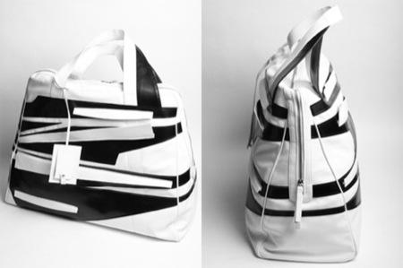 Raf Simons lanza un nuevo bolso en blanco y negro