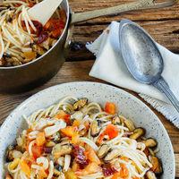 Espaguetis con mariscos y chile chipotle. Receta