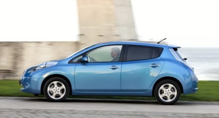 Nissan LEAF azul lateral