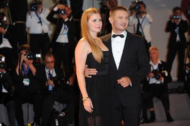 Amy Adams y Jeremy Renner otra pareja muy 'chic' en el Festival de Venecia