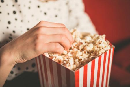 Las palomitas del cine pueden tener igual cantidad de azúcar que tres latas de refresco