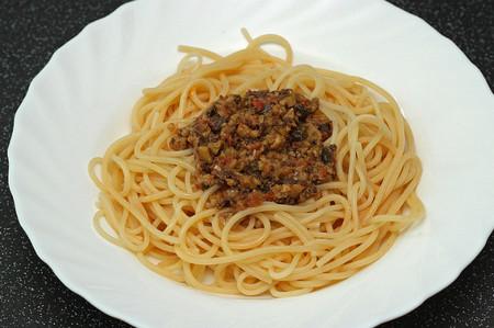 espaguetti con pesto rojo