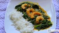 Curry sencillo de espinacas con langostinos. Receta