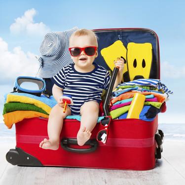 Imprescindibles para las vacaciones con tu bebé: deja todo lo demás en casa