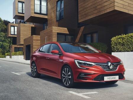 El nuevo Renault Mégane Sedán se pone al día en tecnología, pero se queda sin versión híbrida enchufable