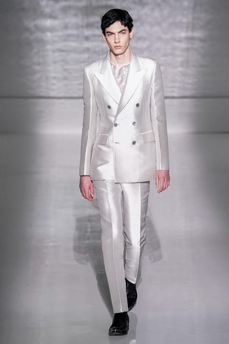 La Alta Costura De Givenchy Se Pinta De Blanco Y Negro En Sofisticados Looks Masculinos 6