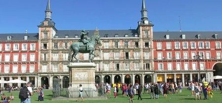 La Plaza Mayor de Madrid se viste de verde celebrando el otoño