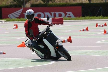 Honda EV-Neo, la prueba (conducción en pista de pruebas)