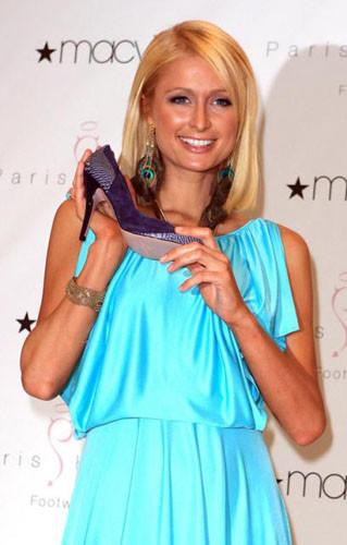 Paris Hilton lanza una nueva línea de zapatos