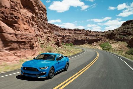 Si no pudiste comprar tu Shelby GT350, aún tienes hasta el otoño para hacerlo