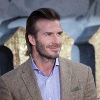 Con un nuevo look, David Beckham marcará tendencia con su pelazo en la premiere de 'King Arthur'