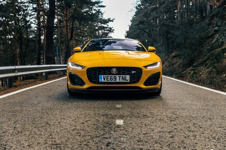 Jaguar F-Type R frontal