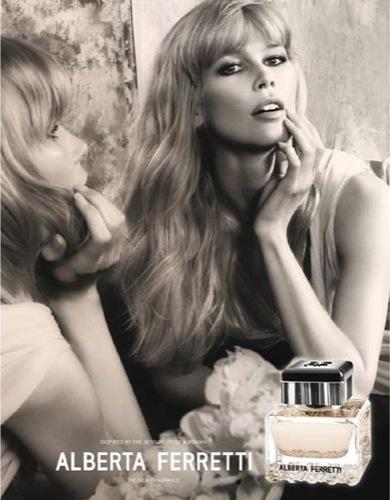 Claudia Schiffer emula a Brigitte Bardot en la nueva fragancia de Alberta Ferretti