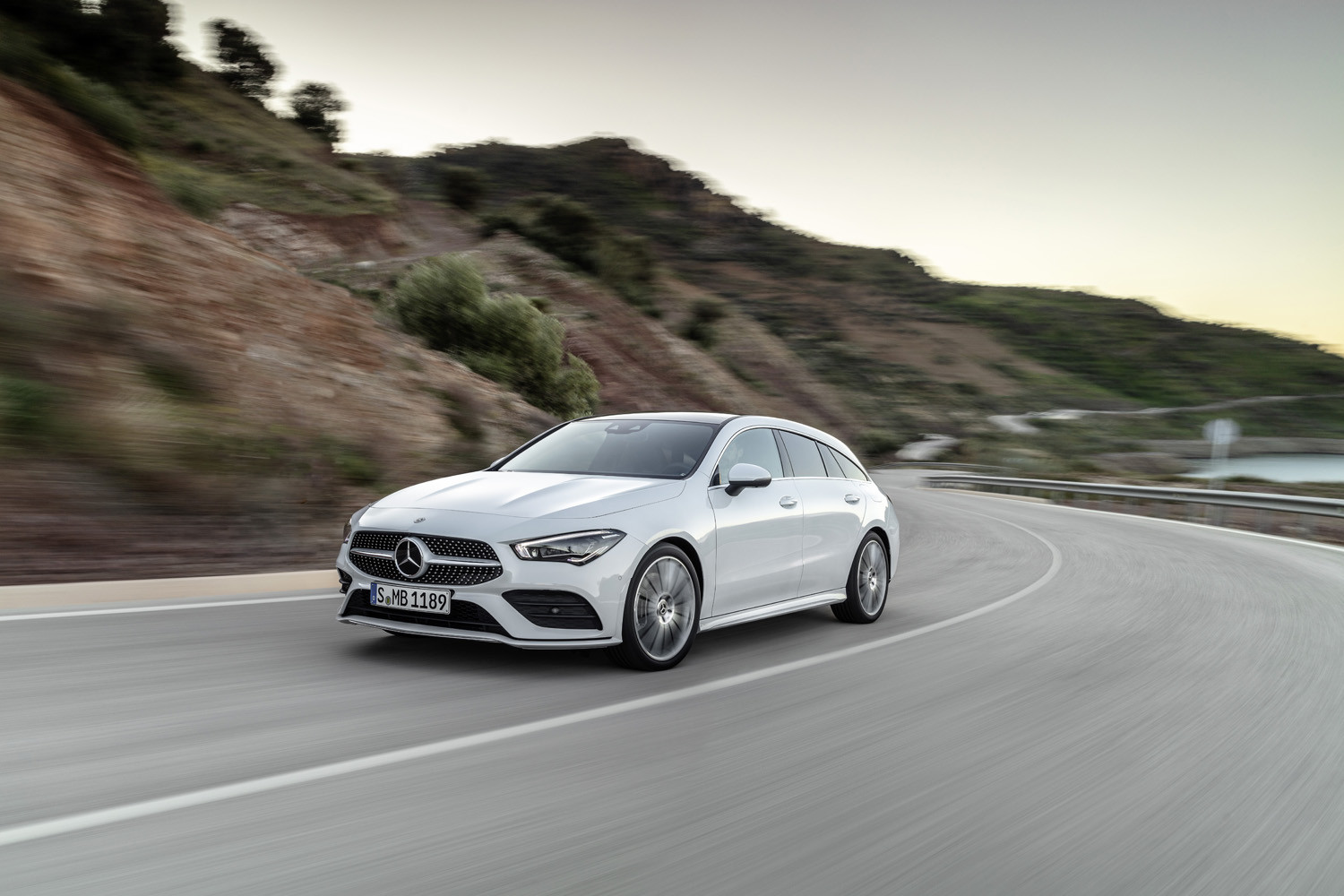Foto de Mercedes-Benz CLA Shooting Brake 2019 (1/49)