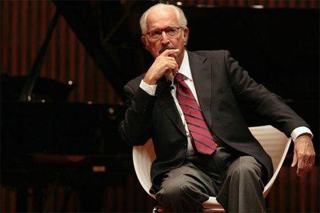 Carlos Fuentes recibe el Premio Formentor y reaviva polémica acerca del canon literario