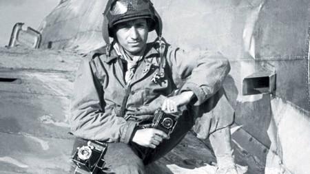 'Bajo el fuego', las historias de la guerra del fotógrafo Tony Vaccaro que podemos ver en la web de RTVE
