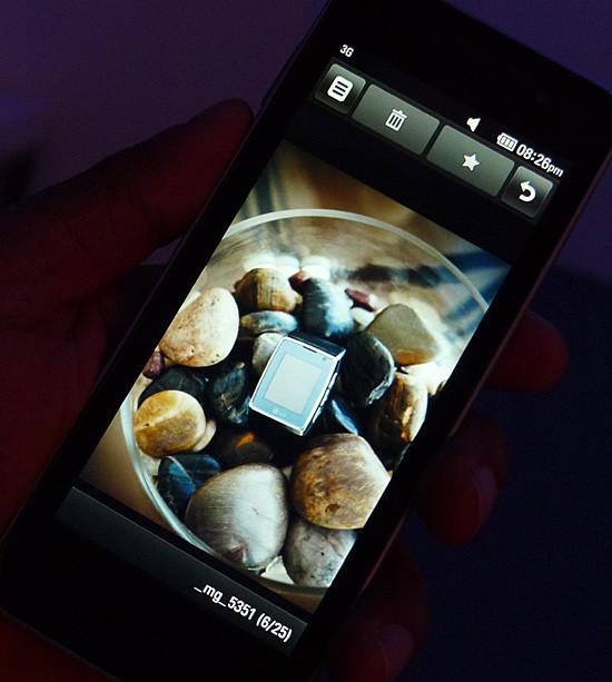Foto de LG GW990, el primer teléfono con procesador Intel Moorestown (4/8)