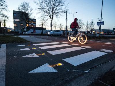 ¿Intersecciones peligrosas en Holanda? BikeScout advierte a los conductores de que una bici está llegando