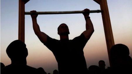 Tres ejercicios en progresión para hacer dominadas