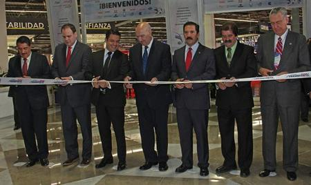 Directivos y políticos, en el corte de listón en Expo Guadalajara