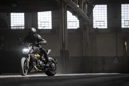 """La Ducati Diavel 1260 S """"Black and Steel"""" 2021 es una exquisita versión especial de la muscle bike con 162 CV, y llega en septiembre"""