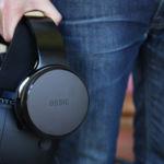 """Estos auriculares prometen sumergirnos en sonidos 3D para """"sentir"""" la realidad virtual"""
